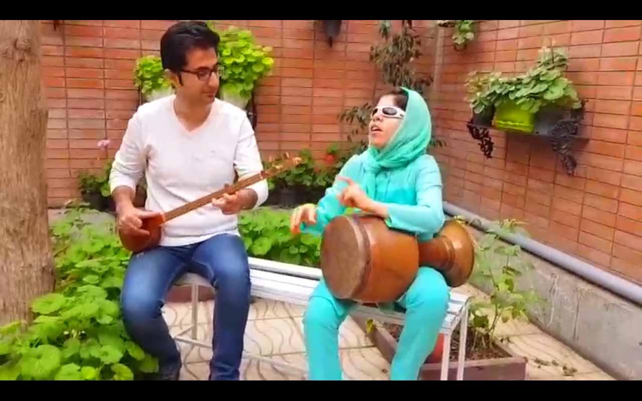 ویدئوی سه تار نوازی و تنبک هنرجو به همراه استاد آموزشگاه موسیقی